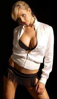 ...eslie)、黑人电视主播Robyn James和一位匿名的白人女子-天生色情...