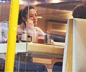 颜颖思艳照门女主角 呆坐餐厅星味不再