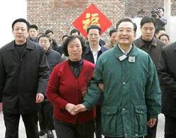 临沂刘国栋照片-...群众共度春节.图片来源:新华社-温家宝一件棉衣穿10年