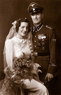 军人拍婚纱照穿什么更个性好看?军装更有意义!
