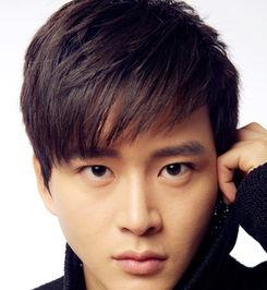 圆脸男生适合的发型设计 巧搭刘海帅气迷人