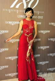红蓝高清无码av-林志玲出席晚宴时,穿着特别定制的大红色无袖长裙,淋漓尽致的展现...