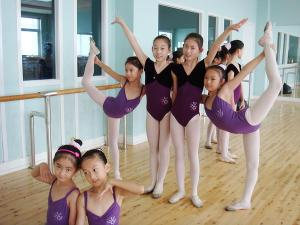 如何在舞蹈中让肢体动作柔软