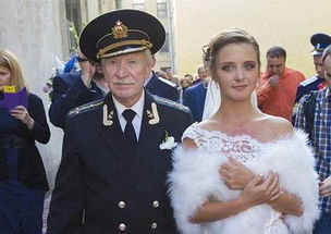 ...罗斯24岁年轻姑娘嫁84岁的老头,直言 想要生孩子
