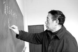 周教授生前为学生讲课-生命最后两年 川大教授穿着尿不湿回到讲台