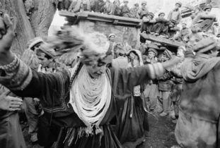 舞蹈是原始部落精神信仰的一种充满活力的表达方式.在巴基斯坦的兴...