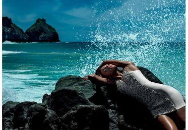 超模坎迪斯·斯瓦内普尔(Candice Swanepoel)为巴西时尚品牌...
