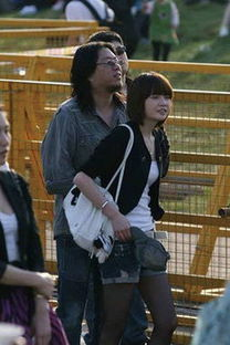 ...生高晓松和妻女一起的照片被网友讽刺为
