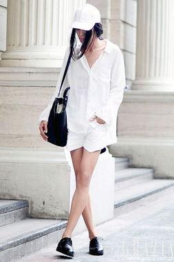 ...白色单品是你最不可或缺的,它的清新、纯净让你在炎热的天气能...