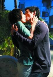 夫妻和单男照片-昨日,由杜琪峰执导、韦家辉编剧的都市浪漫爱情电影《单身男女》...