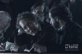 厄尔·哈利扮演美利坚联盟国的副... 凭借《灵指神探》获得艾美奖喜剧...