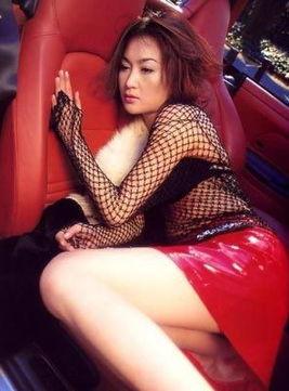 香港丁级黄片-...华丽的转身 揭三级片女星富贵生活