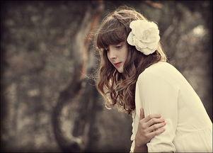 ...爱情的婚姻是不现实的.-唯美的女生意境伤感图片设计 落在指尖的...