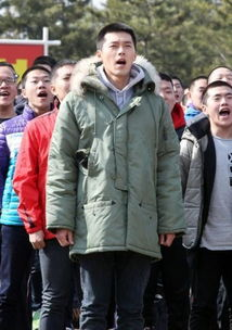 韩国演员 阿兵哥 发型亮相 跪地眼含热泪