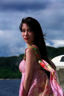 霍思燕海边唯美写真 飘逸长裙自信笑容