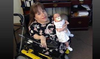 japanesetub双性人-2.侏儒母亲和巨人女儿   Stacey Herald是一名72厘米高的侏儒母亲,她...