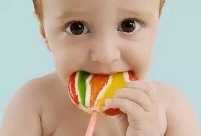 ...爱吃糖以为只是坏牙齿,这些危害你永远也想不到