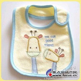 特围嘴和猿人头三角巾,  com(围嘴、三角巾等)   如图: