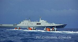 报界估计,中国大陆解放军海军未来至少需要12到16艘,这类型大型的...