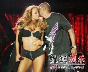 玛丽亚凯莉三点上阵 与Jay Z贴身激情献唱