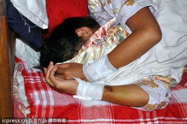 深圳联防队员强奸女子监控视频实录截图