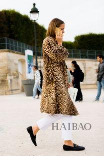 色撸撸欧洲图-除了黑色外,欧美型人还爱上了用浅色系裤装来搭配豹纹上衣,比起黑...