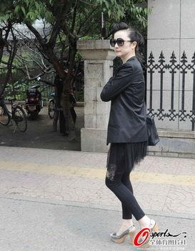 祁宏妻子北京时间6月13日上午9点,在沈阳市中级人民法院,前国脚申...