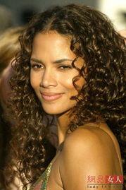 ...有过许多款各种各样的卷发,现在,她选定了这款具有强力亮丽感的...