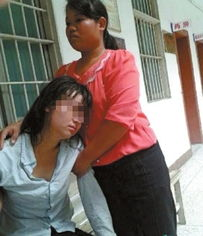 广西少女被强奸后送精神病院 警方 戴手铐防其打人