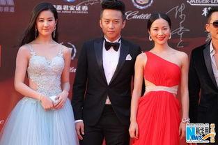 怀旧影范张露萍-昨晚,上海国际电影节依然赢来了年度最耀眼星光.暑期档两部大片《...