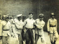 ...0日王孝和烈士被押赴刑场-父亲走向刑场的照片定格在24岁