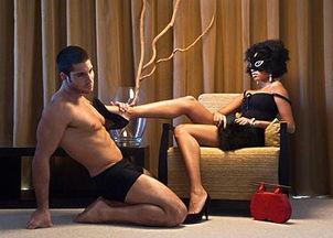 首先,一个性爱强悍,又有着雄峰的男人,是要先看他的身材与体型...